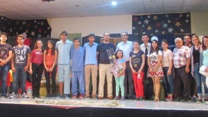 Ortacalı Genç Tiyatrocular 'Dokuz Canlı' Oyununu Sergiledi