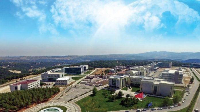 Uşak Üniversitesi Zirveyi Zorluyor