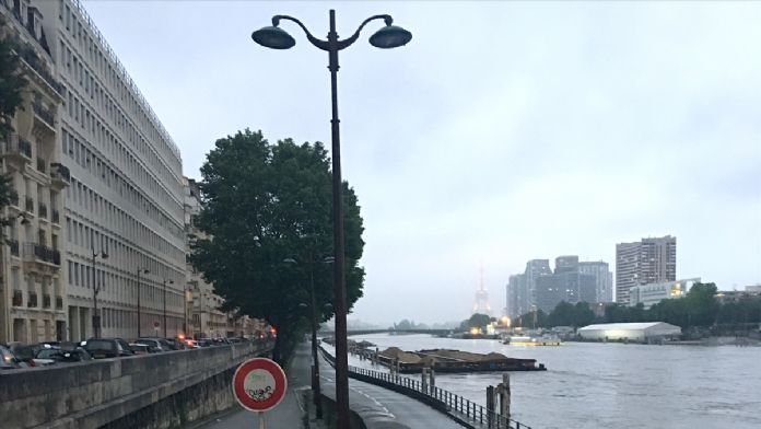 Paris sele teslim