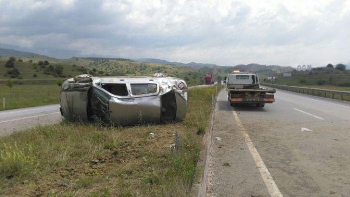 Tosya'da Otomobil Takla Attı: 4 Yaralı