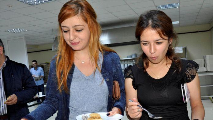 Ders çalışana pasta ve börek