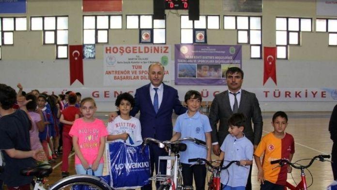 Bilim, Sanat, Kültür Ve Spor Ligi Ödülleri Verildi