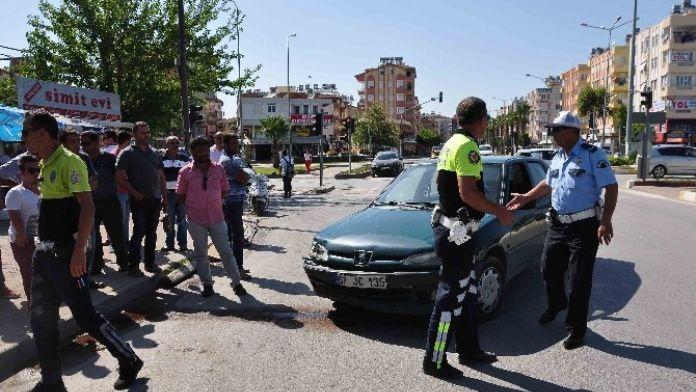 Manavgat'ta Otomobil Motosiklete Çarptı: 1 Yaralı