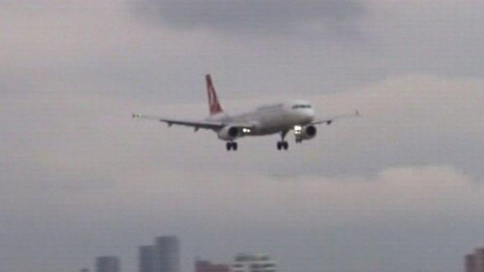 İki yolcunun bomba sohbeti, ekipleri alarma geçirdi