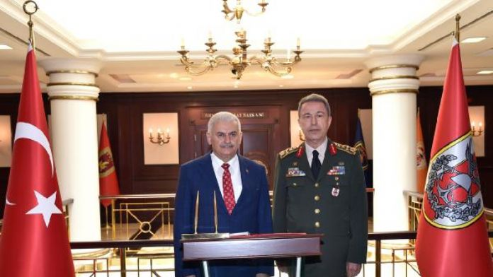 Başbakan Yıldırım Orgeneral Akar'ı ziyaret etti