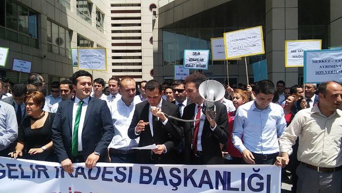 Gelir uzmanlarından İstanbul Vergi Dairesi önünde eylem