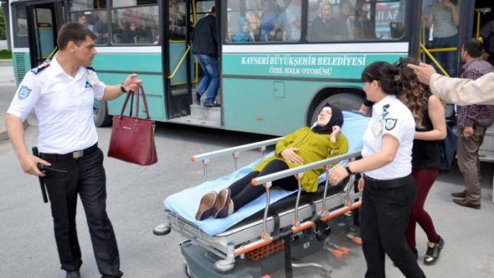 Halk otobüsünde düşen 8 aylık hamile kadın, hastaneye yetiştirildi