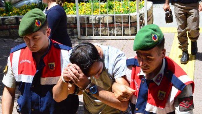 Çanakkale'de yol keserek gasp yapan 2 zanlı yakaladı