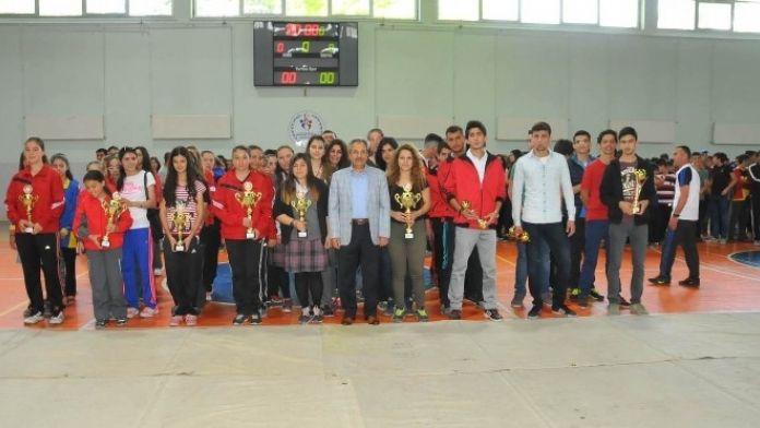 Akşehir'de Şipitin Çıksın Spor Şenliği Ve Okullar Arası Spor Turnuvası
