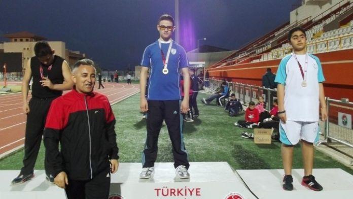 Görme Engelli Sporcular Atletizmde Rekor Kırdı