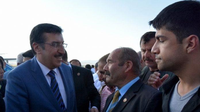 Bakan Tüfenkci Ve Genel Başkan Yardımcısı Çalık Malatya'da Coşkuyla Karşılandı