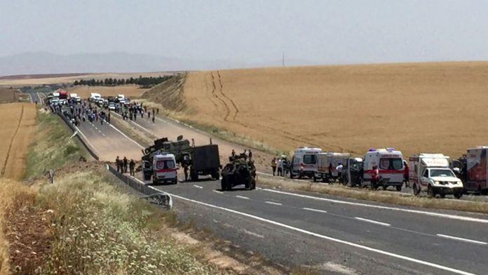 Diyarbakır'da askeri araca saldırı: 7 yaralı