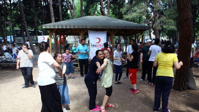 Kızılay'dan otistik öğrencilere karne etkinliği