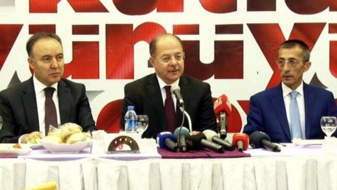 Bakan Akdağ memleketi Erzurum'da 'Efsane geri döndü' pankartları ile karşılandı (2)