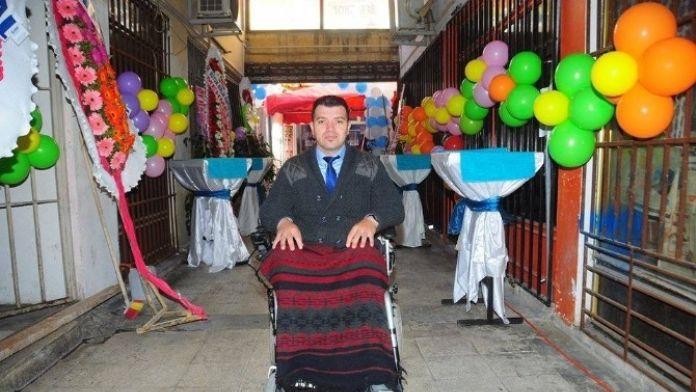 Engelliler Derneği'nden 4 Engelliye Akülü Araç