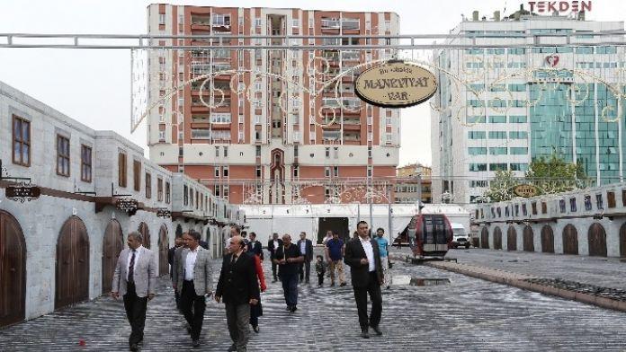 Başkan Çelik Ramazan Sokağı'nda İncelemelerde Bulundu