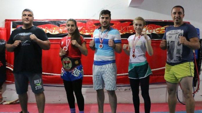 Kickboksta Antalya'ya 4 Madalya