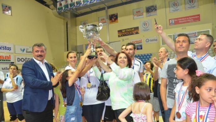 ÇTSO Voleybol Takımı Şampiyon Oldu