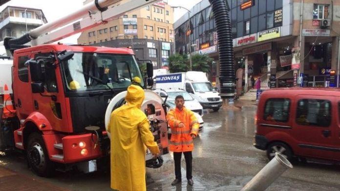 Gazipaşa Caddesini Su Bastı
