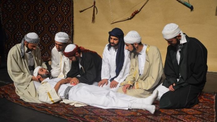 Öğrencilerden 'Gölgeden Asra, Günümüzden Asrı Saadete' Tiyatro Gösterisi