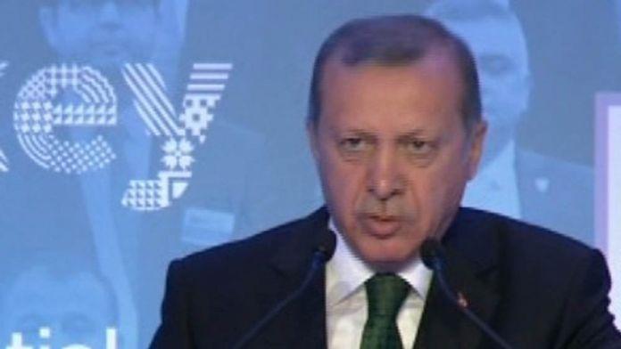Erdoğan Merkel'e yüklendi: Elinden gelen oylamaya katılmamak mı?
