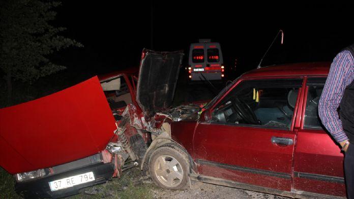 Kastamonu'da iki otomobil çarpıştı: 9 yaralı