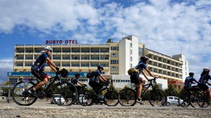 Burhaniye'de Üniversiteliler Bisiklet Festivaline Katıldı