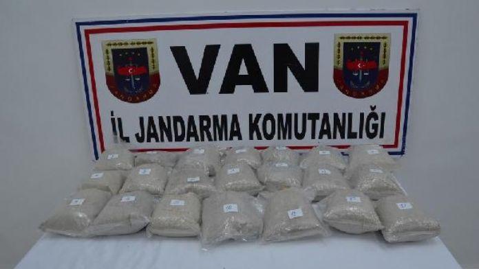 Başkale'de uyuşturucu ve kaçak sigara operasyonu