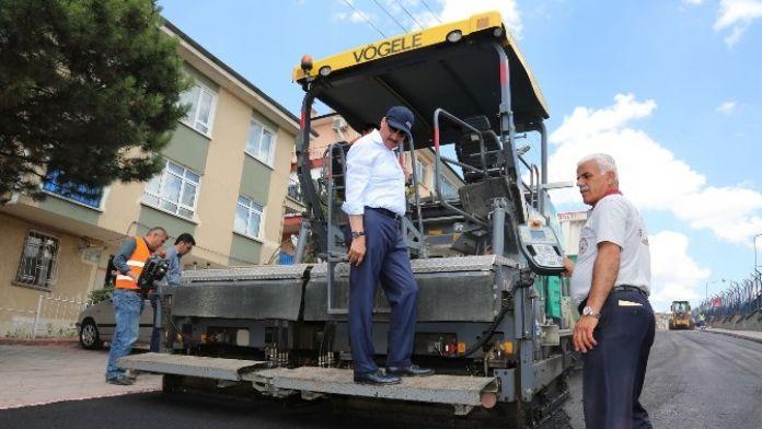Başkan AK, Asfalt Ve Kaldırım Çalışmalarını Yerinde İnceledi