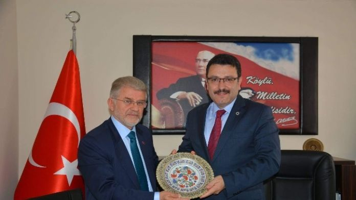 Ortahisar Belediye Başkanı Av. Ahmet Metin Genç, Ortahisar Ziraat Odası'nı Ziyaret Etti.