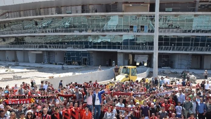 Eskişehirspor Taraftarından Yeni Stadyuma Çıkarma