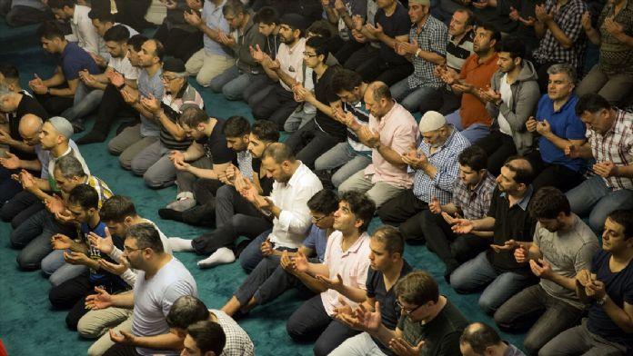 Berlin Şehitlik Camisi'nde ramazan ayının ilk teravihi kılınd