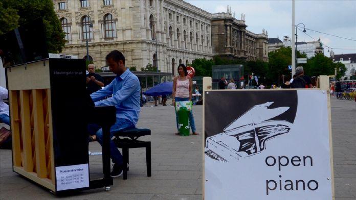 Avusturya'da piyanolu eylem