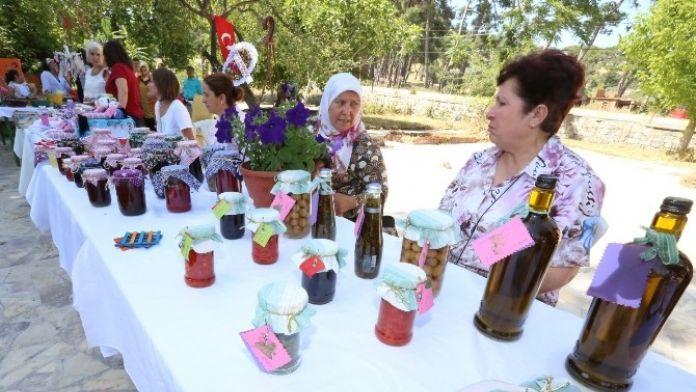 Kadınlar Çamlık'ta Pazar Açtı
