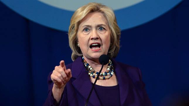 Clinton Başkanlık Koltuğuna Yürüyor
