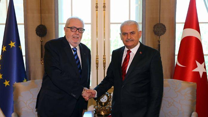 AKPM Başkanı Köşk'te