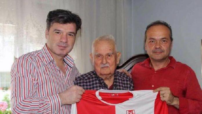 Balıkesirspor'un 50'nci yıl kutlamalarına yağmur engeli