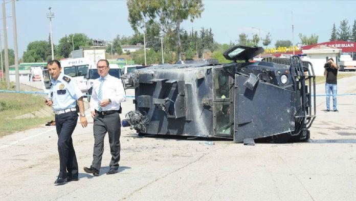 Adana'da zırhlı polis aracı devrildi: 3 yaralı