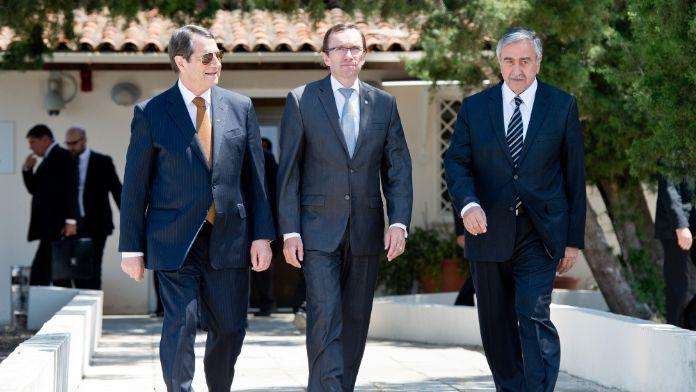 Kıbrıs'ta liderler yeniden bir araya geldi