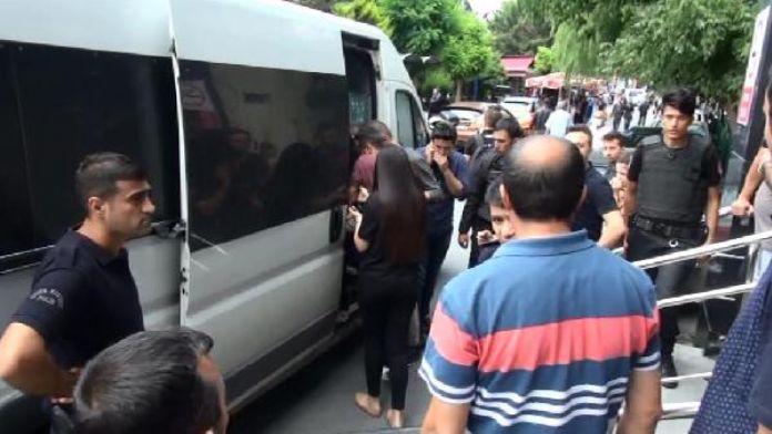 Yaralı polisler cenazeye katılmak için hastaneden çıktı