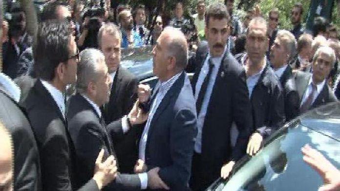 Gürsel Tekin İstanbul Emniyet Müdürü'ne tepki gösterdi