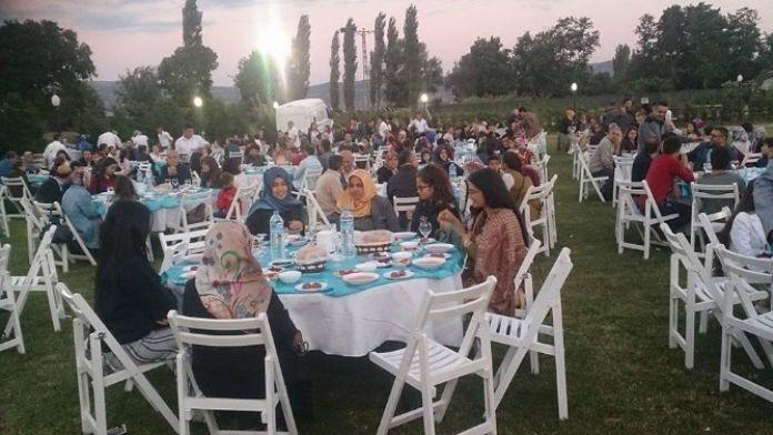 Bigadiç Türk Eğitim Sen Üyelerine İftar Yemeği Düzenledi