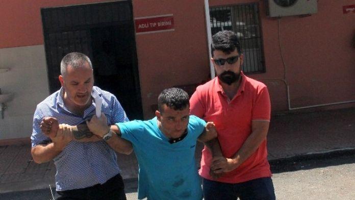 Yakalanan hırsız gazetecilere saldırdı