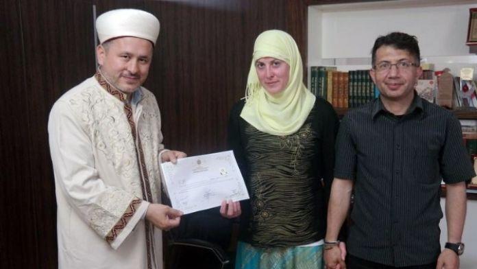 Amerika'da Evlendi, Türkiye'de Müslüman Oldu