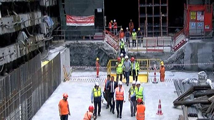 Bakan Arslan, Avrasya Tüneli'nde incelemelerde bulundu