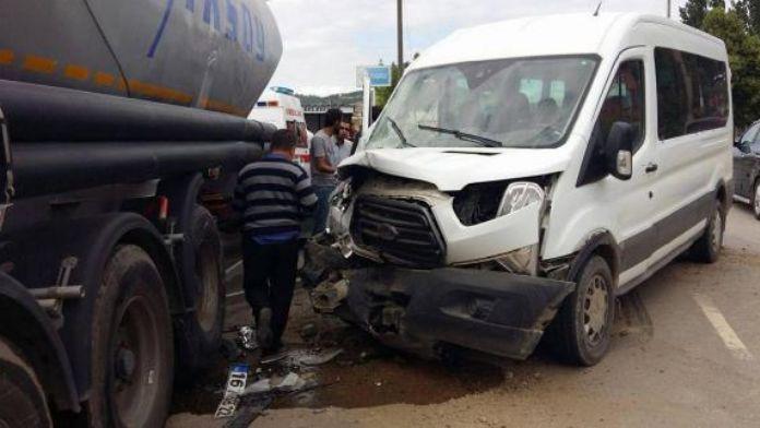 Minibüs TIR'a çarptı: 9 yaralı