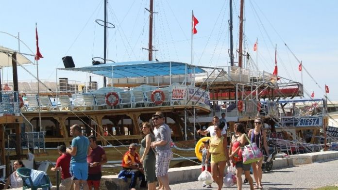 Didim'de Gezi Tekneleriyle Deniz Keyfi Başladı