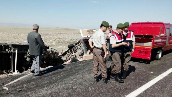TIR'la minibüs çarpıştı: 7 ölü !