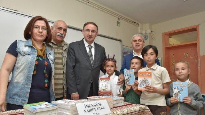 Kırsaldaki Öğrenciler Kitapla Buluşuyor