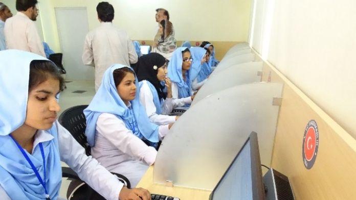 TİKA'dan Pakistan'da Kırsal Bölgede Yaşayan Genç Kızlara Bilgisayar Laboratuvarı
